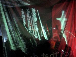 Ambiant TV + Kondition Pluriel, Myriorama, vue de la performance, projections de la marche annotée de Manu Luksch. Photo : Anthony Auerbach Source :[http://www.ambienttv.net/4/myriorama/pixdoc/frames.html]