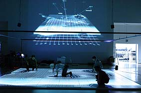 Seiko Mikami & Soto Ichikawa, Gravicells, Gravity and Resistance, vue de l'installation au YCAM, 2004  Source :[http://www.virtualart.at]