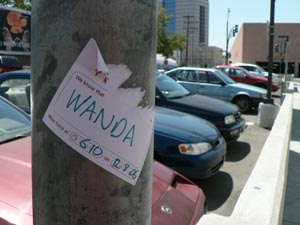John Evans, Drew Hemment, Theo Humphries, Mike Raento, LOCA : Set to Discoverable, « Wanda Sticker »  Source :[http://www.flickr.com/photos/hemment/sets/72157602762942044/]